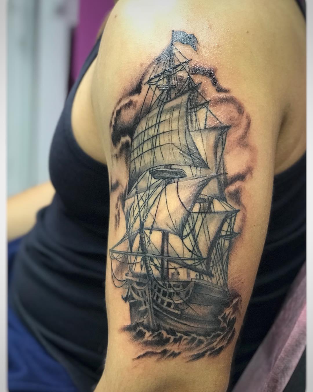 广州金湖雅苑搞动画设计的红先生大臂帆船纹身图案图片