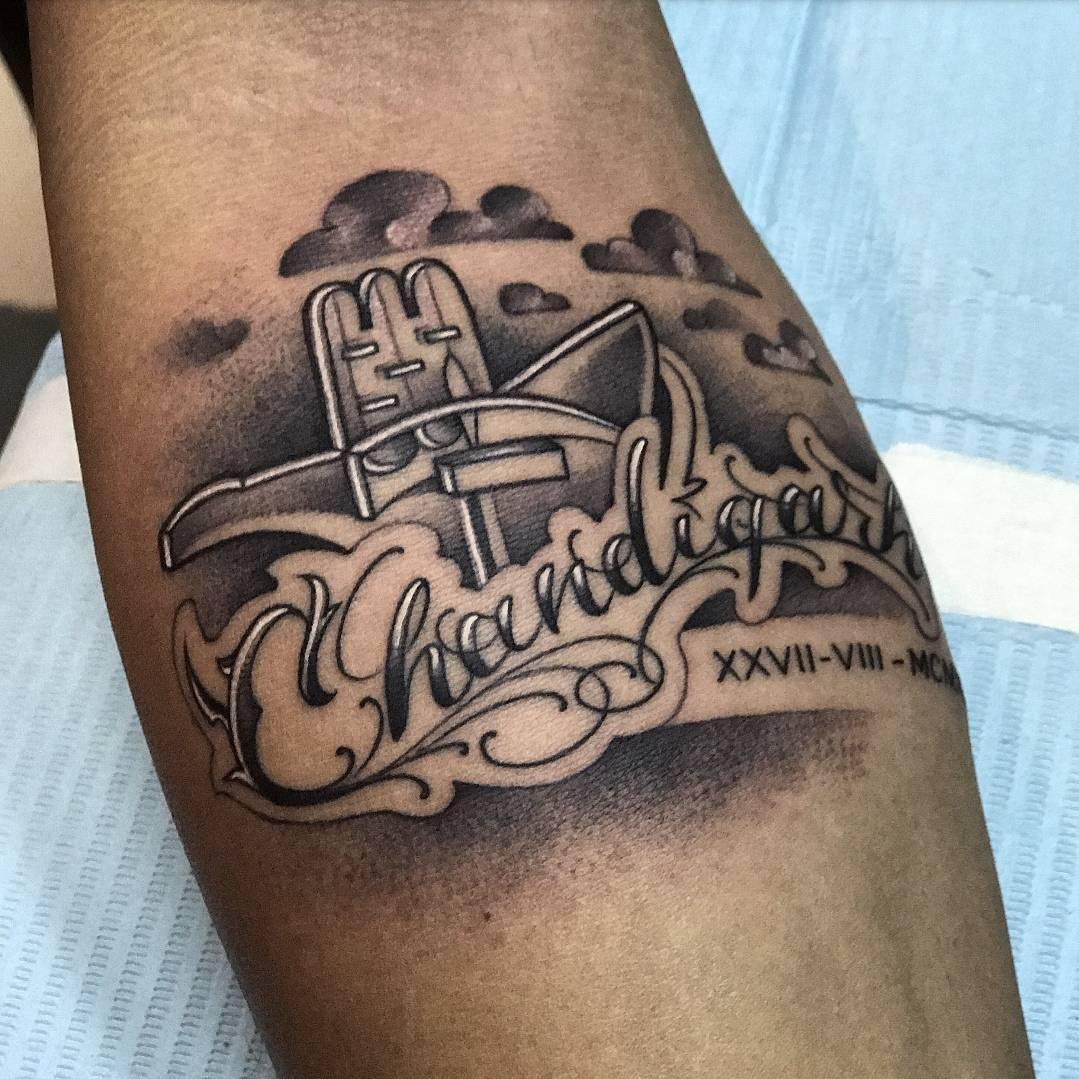 陆先生小臂英文花体字纹身图案图片