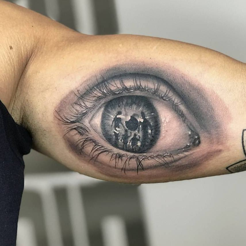 主页 纹身作品                        邢先生大臂写实指南针纹身