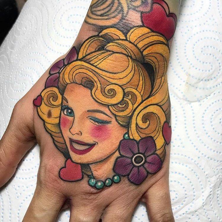 后先生手背oldschool美女纹身图案