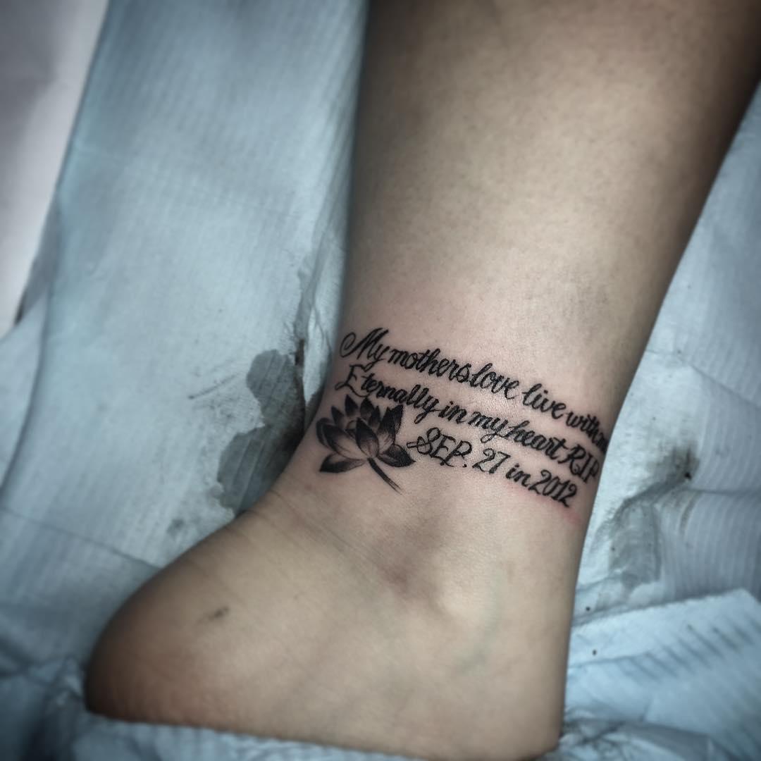 丘小姐脚踝英文字莲花纹身图案